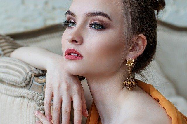 biżuteria do dekoltu v